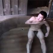 【無修正 ゲイ動画】ハッテン場と化している景観の良い露天風呂でマッチョ同士がアナルセックス