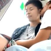 【ゲイ動画】バス乗車中にゲイ痴漢にターゲットにされてしまったノンケイケメン達の末路…