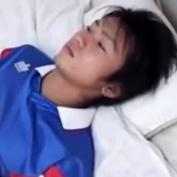 【ゲイ動画】ワールドカップ直前!高校サッカー部の生徒と性行為を繰り返す男色家の保健体育教師の3Pアナルセックス