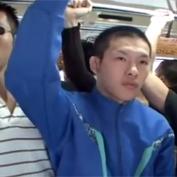 【ゲイ動画】部活帰りにゲイだらけのバスに乗り込んでしまったジャージ姿の高校生野球部員が痴漢達のターゲットされてしまい…