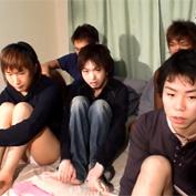 【無修正 ゲイ動画】ワンルームマンションの一室に集められたジャニ系の素人少年達がカメラの前で乱交プレイ