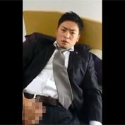 【無修正 ゲイ動画】スーツ姿のイケメンリーマンがスマホでオナニー自撮り撮影!