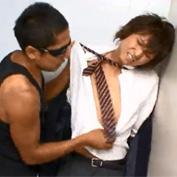 【ゲイ動画】ハッテン場トイレに遊び半分でやって来た制服姿のノンケ学生がレイプされてしまい…
