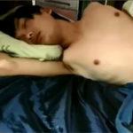 【無修正 ゲイ動画】決定的瞬間!全裸で寝ていてチンポ丸出しのジャニ系美少年が夢精してザーメン発射する個人撮影映像がこちら…