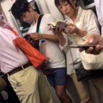 おわかりいただけただろうか…電車で堂々と行なわれる痴漢行為を。もしくは素人カップルのプレイ?【Tumblrゲイ動画】