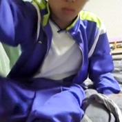 中〇生!?かわいい男の子が学校のジャージ着てオナニーしてるヤバすぎる自撮りゲイ動画発見!!