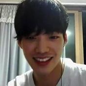 韓流スターみたいなイケメンおにいさんがオナニーを生配信した時の録画ムービーがネットにあげられてしまう【無修正ゲイ動画】