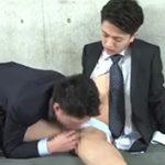 スーツ姿のイケメン二人が半裸状態でセックス始めちゃうw