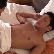寝ているところにエッチな起こし方をされてそのままモーニングセックスw