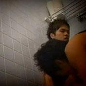 イケメン二人がトイレでセックスする様子を隠し撮りw